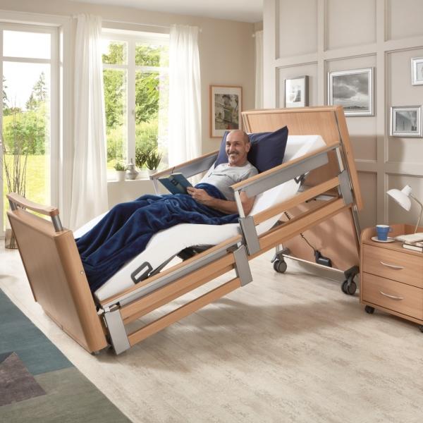 Pflegebett INOVIA mit teleskopier- baren Seitensicherungen TSG