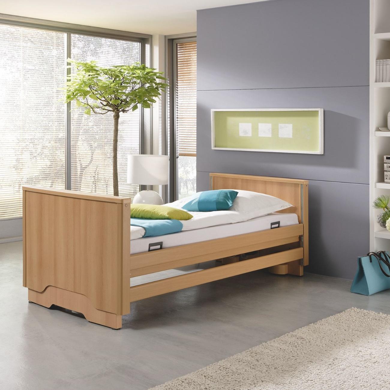 das pflegebett burmeier royal verbindet funktion mit optik online sanit tshaus. Black Bedroom Furniture Sets. Home Design Ideas